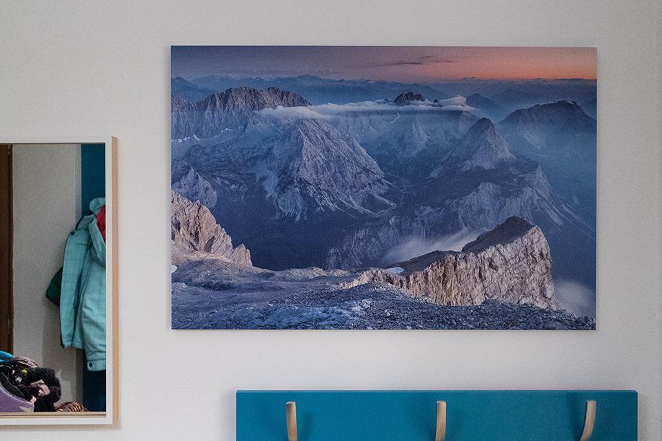 Großes Bild an der Wand