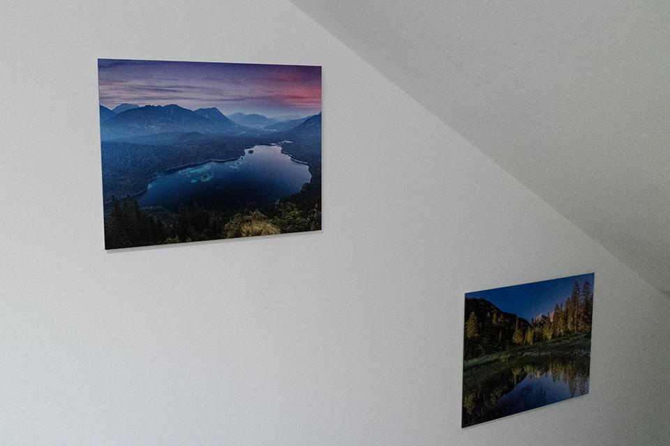 Kleine Bilder an der Wand